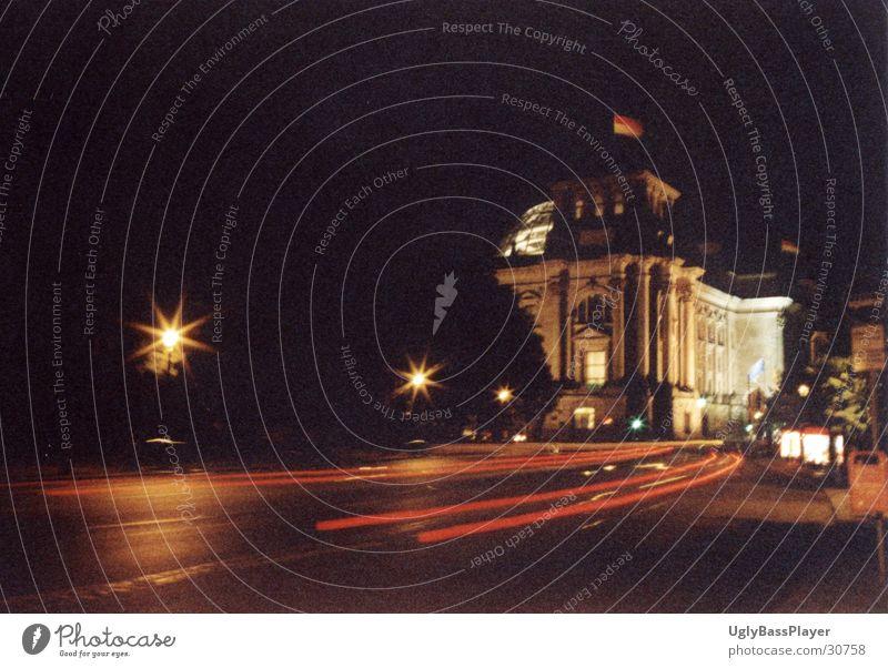 Reichstag#346454 Nacht Langzeitbelichtung Streifen Licht Berlin Deutscher Bundestag PKW Scheinwerfer Straße