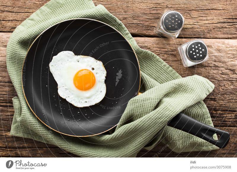 Spiegelei in der Pfanne Frühstück frisch Lebensmittel Ei braten Eigelb flüssig eine Kulisse Seite sonnig nach oben Sonnenseite oben verdreht Dip nicht gedreht