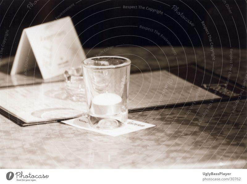Übergriff der Dunklen Macht schwarz weiß dunkel Licht reserviert Kerze Trennung Alkohol hell Schatten schattenlinie Teile u. Stücke
