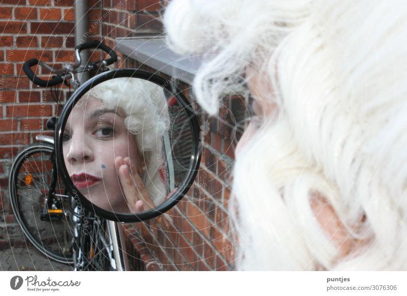 Barock im Spiegel schön Körperpflege Haut Gesicht Maniküre Pediküre Kosmetik Parfum Creme Schminke Lippenstift Nagellack Wimperntusche Rouge feminin Frau