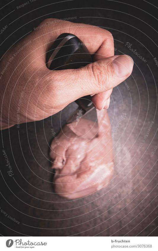 Fleischverarbeitung Lebensmittel Ernährung Messer Restaurant Arbeitsplatz Küche Mann Erwachsene Hand Finger Arbeit & Erwerbstätigkeit gebrauchen berühren