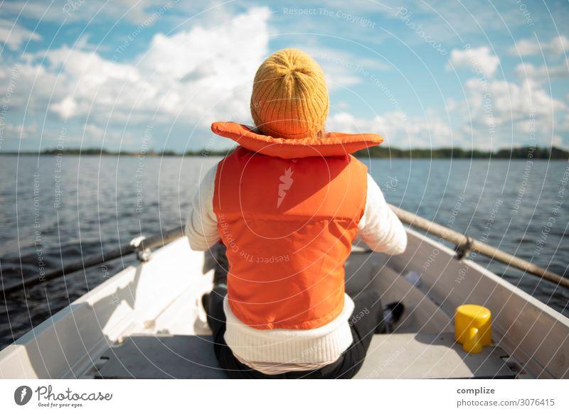 Ruderspaß mit Ruderboot Lifestyle Wellness Wohlgefühl Erholung ruhig Freizeit & Hobby Angeln Abenteuer Freiheit Sommer Sommerurlaub Sonne Strand Meer Wellen
