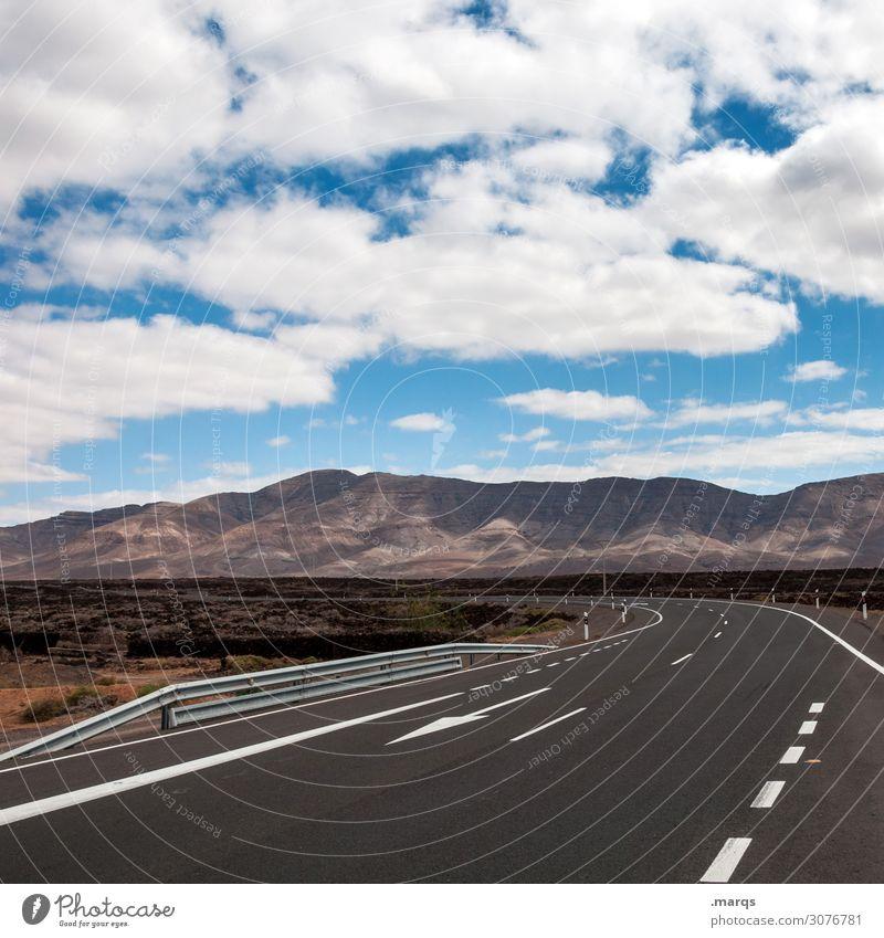 Route Ferien & Urlaub & Reisen Tourismus Ausflug Abenteuer Freiheit Natur Himmel Wolken Sommer Schönes Wetter Berge u. Gebirge Verkehr Straße Kurve Pfeil fahren
