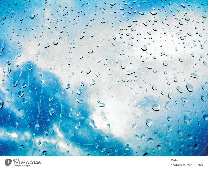 it' s raining again Fenster Wolken schlechtes Wetter Regen Wassertropfen Aussicht