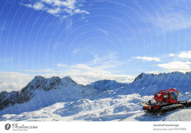 View of a mountain range with snow and clouds Freizeit & Hobby Ferien & Urlaub & Reisen Tourismus Ausflug Winter Schnee Winterurlaub Berge u. Gebirge wandern