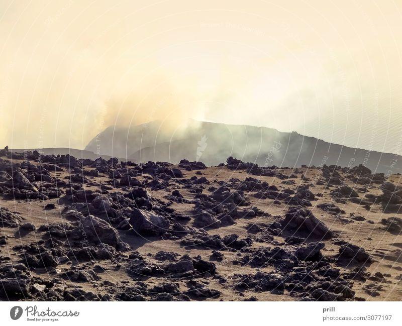 crater at Mount Stromboli Insel Berge u. Gebirge Wolken Nebel Wärme Felsen Gipfel Vulkan Stein Rauch heiß berg stromboli Vulkankrater Staub Gesteinsformationen
