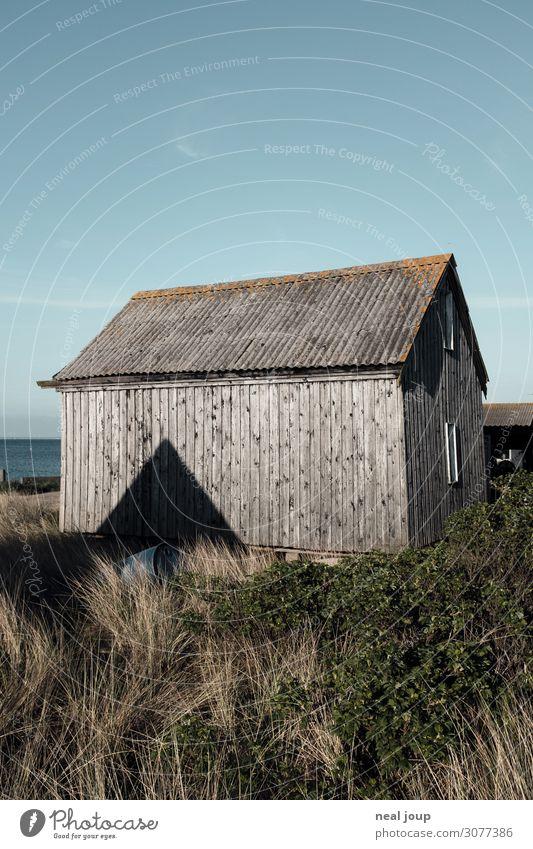 Danish geometry – III Dänemark Fischerdorf Menschenleer Hütte Mauer Wand Fassade Holz alt einzigartig maritim natürlich blau grau Gelassenheit ruhig Einsamkeit
