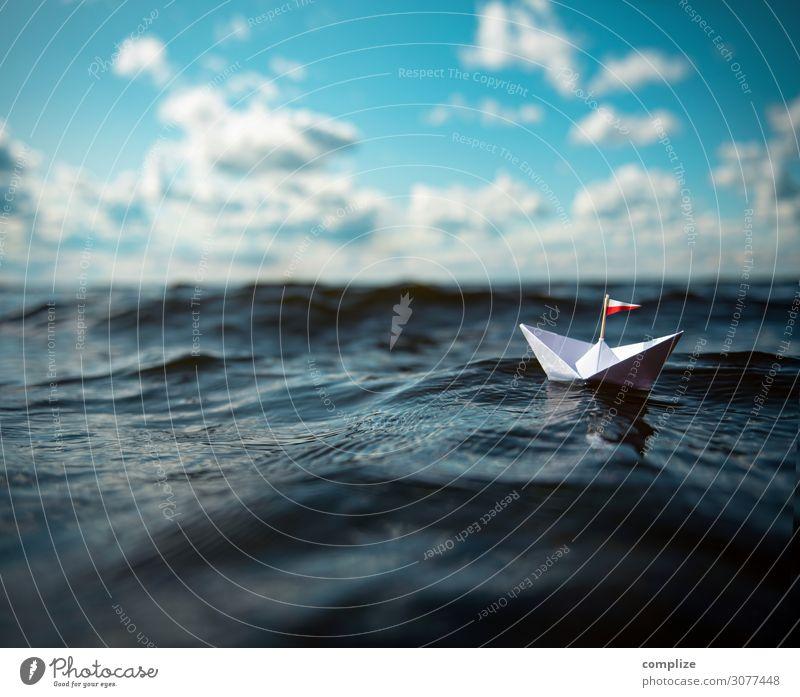 Kleines Papierschiff in großen Wellen Freude Gesundheit Alternativmedizin Schwimmen & Baden Freizeit & Hobby Spielen Basteln Modellbau Ferien & Urlaub & Reisen