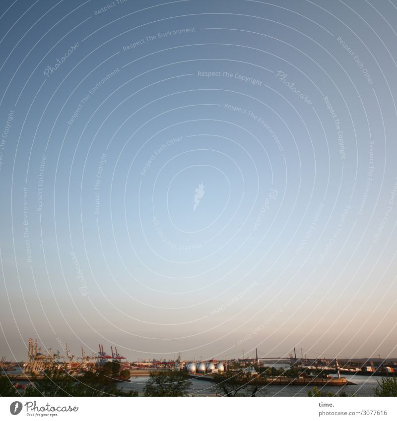 Abend über'm Hafen Arbeitsplatz Güterverkehr & Logistik Energiewirtschaft Himmel Wolkenloser Himmel Horizont Sonnenlicht Schönes Wetter Flussufer Hamburg