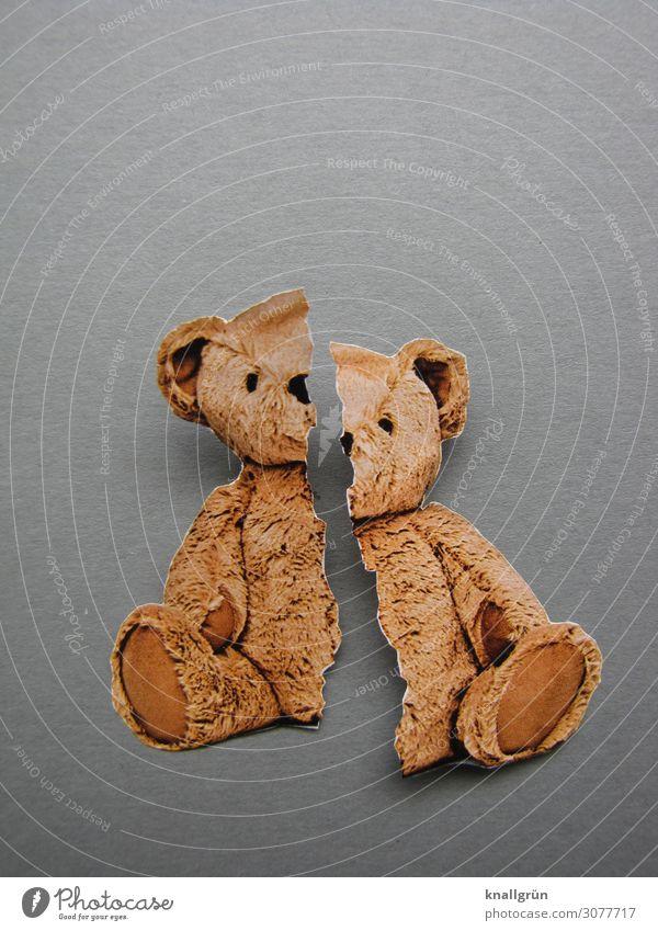 Kaputte Kindheit Teddybär sitzen kaputt braun grau Gefühle Stimmung Traurigkeit Schmerz Sehnsucht Enttäuschung Angst Verzweiflung Überleben Zerstörung