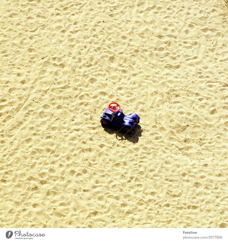 Kleine Pause   on the road again rot klein Sand Erde Urelemente violett Spielzeug Spuren Lenkrad Sandkasten Bobbycar Sandspielzeug Spielzeugauto
