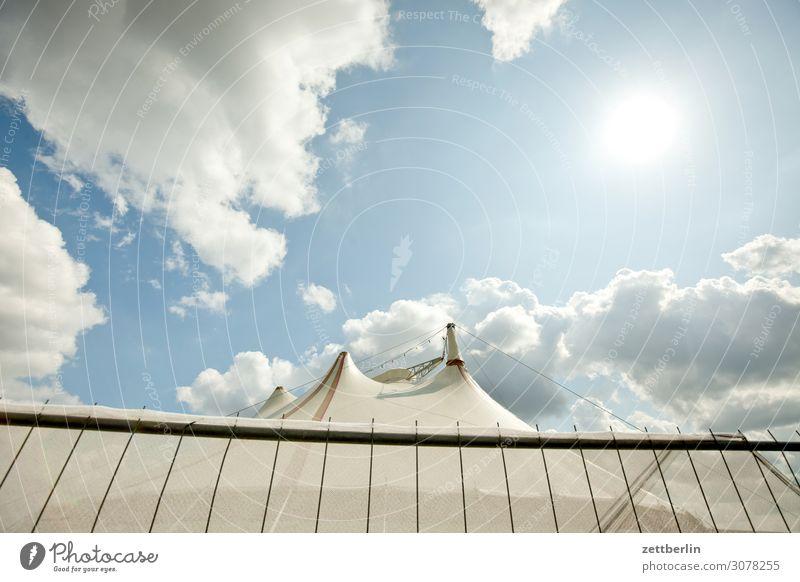 Zirkus again Himmel Himmel (Jenseits) Kultur Menschenleer Sommer Textfreiraum Show Zaun Zelt Zirkuszelt Manege Wolken Wetter Froschperspektive Sonne Gegenlicht