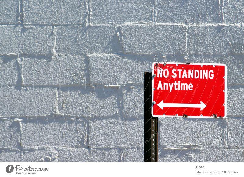 dann halt | on the road again Mauer Wand Schilder & Markierungen Stein Zeichen Schriftzeichen Hinweisschild Warnschild Verkehrszeichen Linie grau rot