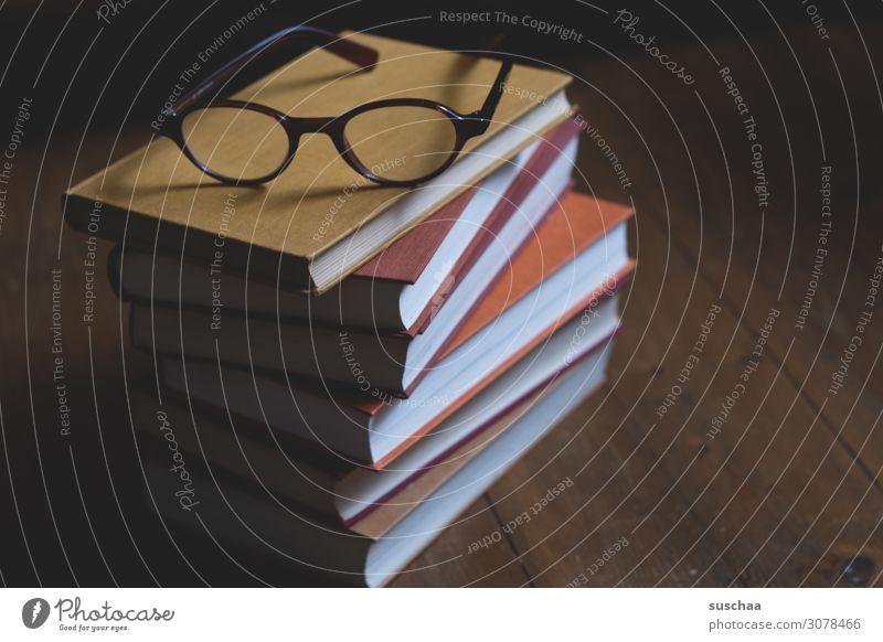 zeit zum lesen (2) Buch gedruckt Bucheinband Buchseite Bücherstapel Brille gebunden Bücherregal Wissen Bildung Schule Unterhaltung Ablenkung lernen Studium
