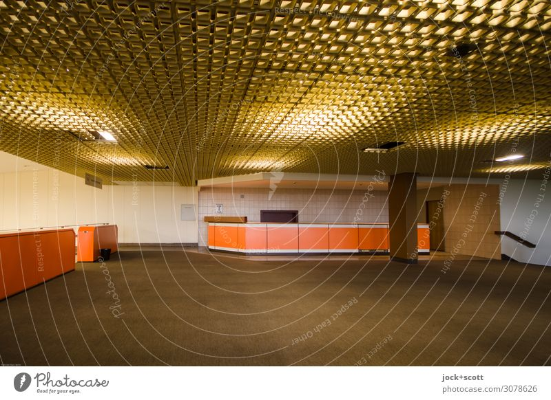 Lobby Innenarchitektur Dienstleistungsgewerbe Architektur Berlin-Tempelhof Gebäude Foyer Lamelle Teppich Theke Netzwerk leuchten frei groß retro braun Stimmung