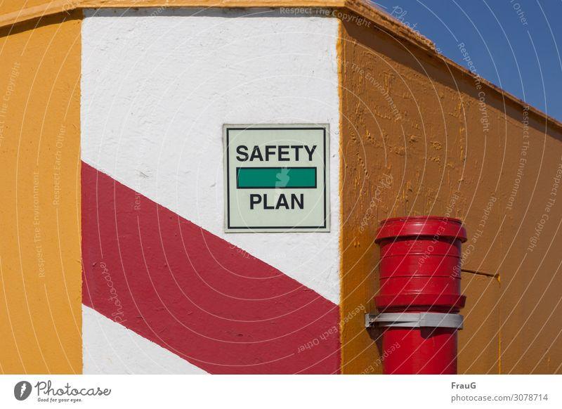 Safety Plan Gebäude Mauer Wand Fallrohr Schriftzeichen Schilder & Markierungen Streifen mehrfarbig Sicherheit Schutz Hinweis Hinweisschild Farbstoff