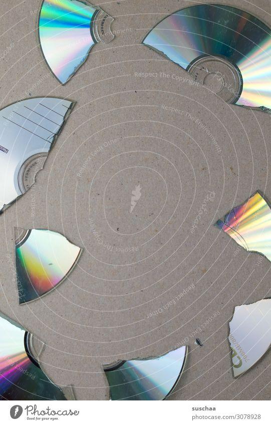 ausgedient Compact Disc DVD-ROM Scheibe kaputt digital Datenträger gebrochen Scherbe Glück rund Reflexion & Spiegelung Spektralfarbe alt veraltet