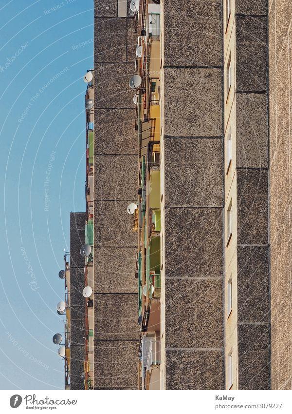Wohnen und Fernsehen Häusliches Leben Haus Zgorzelec Polen Europa Kleinstadt Stadt Menschenleer Gebäude Architektur Plattenbau Stadthaus Fassade