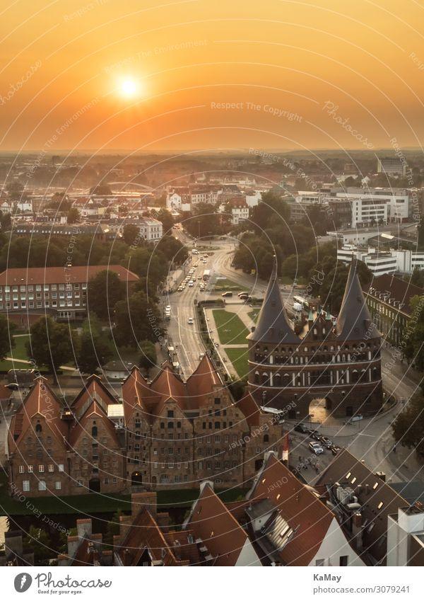 Lübeck bei Sonnenuntergang Tourismus Ferne Sightseeing Städtereise Schleswig-Holstein Deutschland Europa Stadt Altstadt Bauwerk Gebäude Architektur