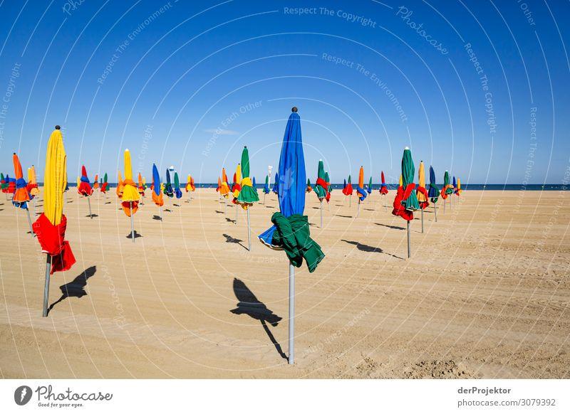 Am Strand von Deauville Ferien & Urlaub & Reisen Tourismus Ausflug Abenteuer Ferne Freiheit Städtereise wandern Sommer Schönes Wetter Wellen Küste alt