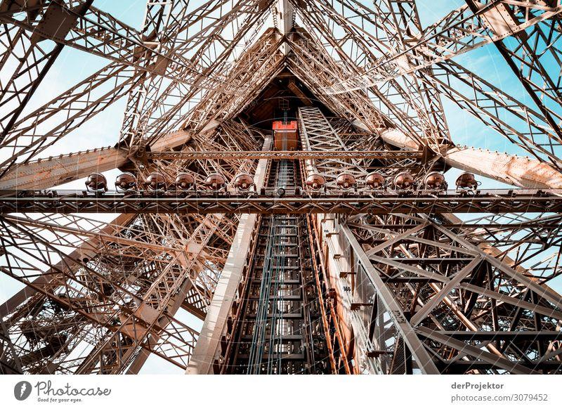 Eiffelturm in Paris Ferien & Urlaub & Reisen Tourismus Ausflug Abenteuer Ferne Freiheit Sightseeing Städtereise Hauptstadt Bauwerk Gebäude Architektur