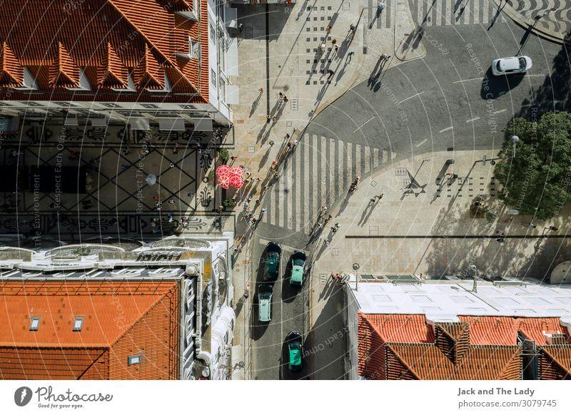 Lissabon Innenstadt Portugal Europa Stadt Stadtzentrum bevölkert Platz Architektur Mauer Wand Fenster Dach Straßenverkehr Straßenkreuzung Autobahn PKW Taxi