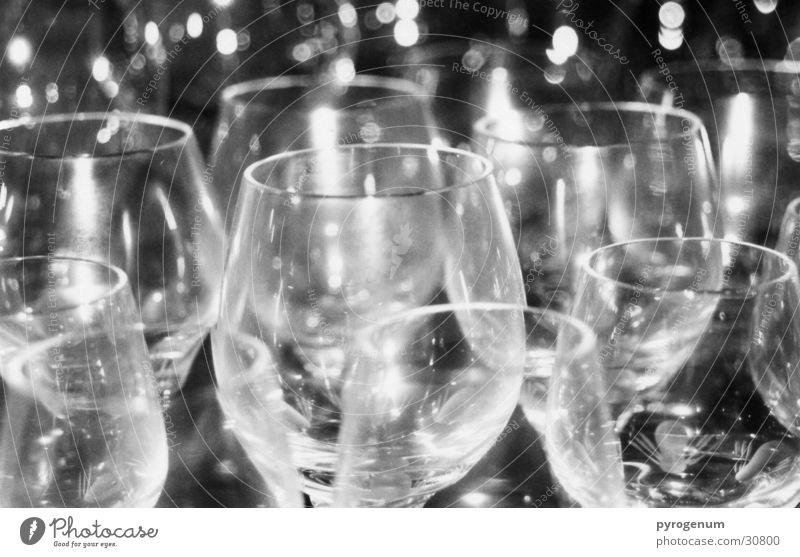 So viel trinken!? weiß schwarz Glas mehrere viele Spiegel Alkohol Durst
