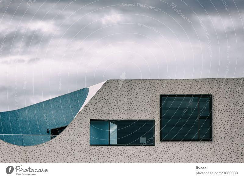 Himmel blau Stadt Farbe weiß Wolken Strand Fenster schwarz Straße Architektur Lifestyle Graffiti Wand Sport Küste