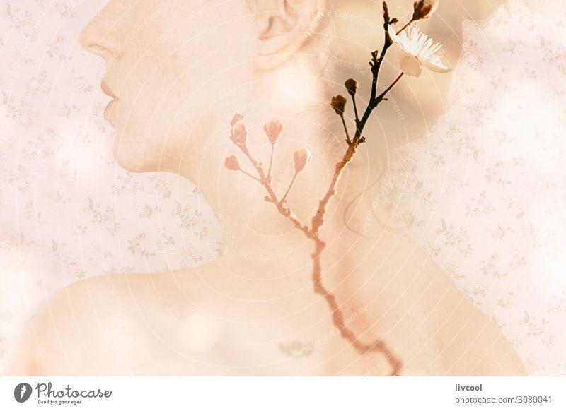 Porträt einer Frau mit Doppelbelichtung auf blühenden Ästen Brötchen Lifestyle Erholung Mensch feminin Erwachsene Weiblicher Senior Arme 1 45-60 Jahre Frühling