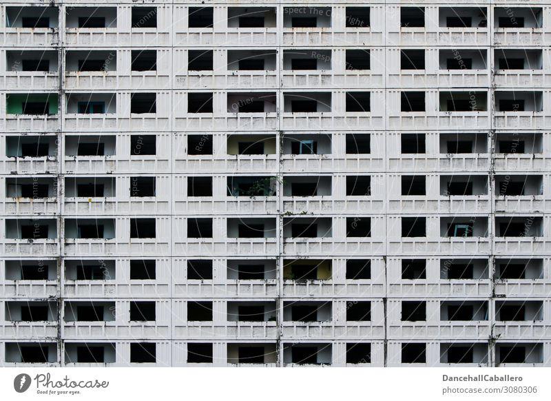 Block Depression... Stadt Stadtzentrum Skyline bevölkert Haus Hochhaus Bauwerk Gebäude Fassade Balkon dreckig dunkel hässlich Menschlichkeit Solidarität planen