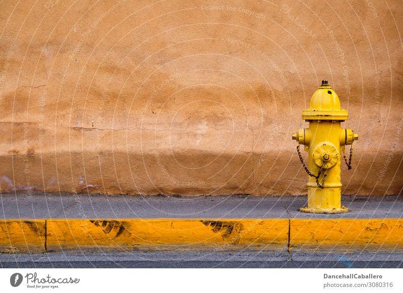 ____Hydrant_... Mauer Wand Verkehr Verkehrswege Straße Wege & Pfade Fußgängerzone Bürgersteig gelb Parkverbot Reifenspuren Bordsteinkante Wasserversorgung