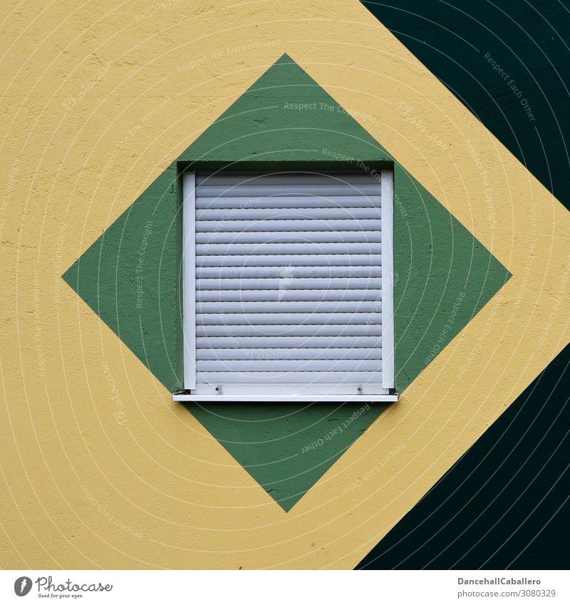 Fenster zum Hof... Haus Gebäude Mauer Wand Fassade Häusliches Leben eckig modern gelb grün schwarz weiß Fensterladen Rollladen geschlossen Aussicht Quadrat