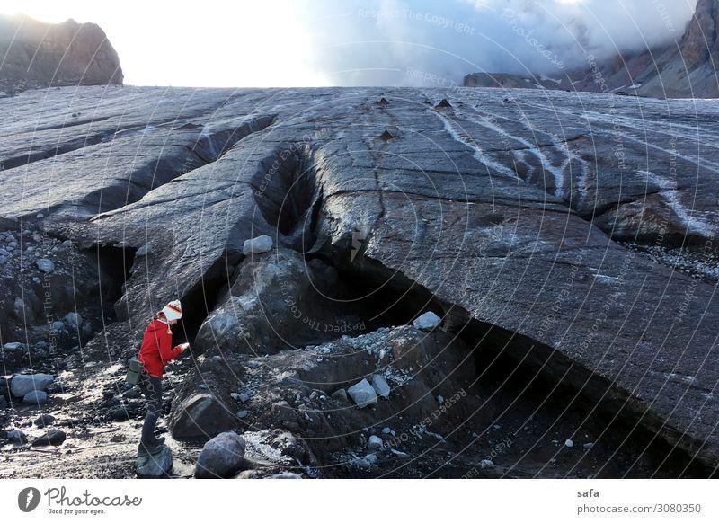 Gergeti Gletscher feminin Junge Frau Jugendliche 1 Mensch 30-45 Jahre Erwachsene Natur Landschaft Wolken Sommer Eis Frost Felsen Berge u. Gebirge kasbekisch