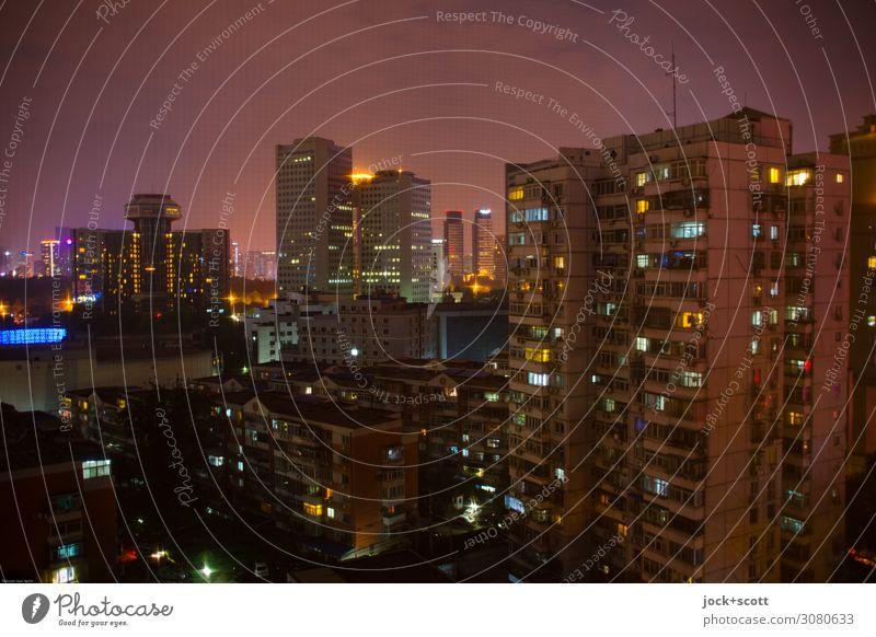 Lichter in der Nacht Himmel Peking Stadtzentrum Hochhaus Plattenbau Stadthaus Wohnhochhaus Bürogebäude Fassade leuchten authentisch dunkel eckig groß oben viele