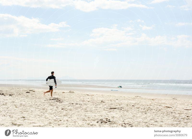 Sandstrand mit Surfer Neuseeland Strand Sonnenschein Badeurlaub Badewetter Meer Sommerurlaub Ferien & Urlaub & Reisen Erholung Natur Schönes Wetter Tourismus