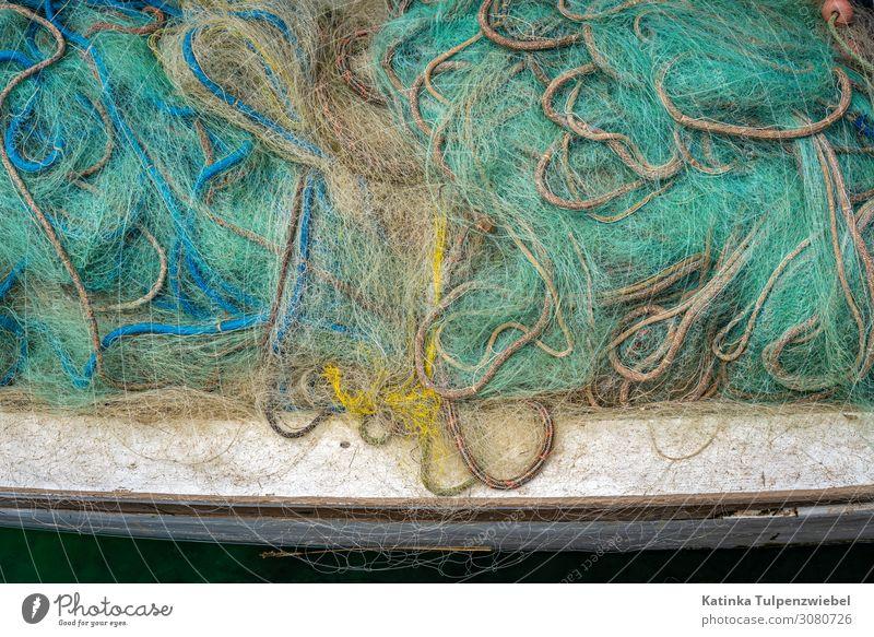 Fischernetze an Bord (Detailaufnahme) Meeresfrüchte Industrie Natur Wasser Fischerboot An Bord Leben Umweltschutz Zerstörung Netz blau fangen Fangnetz See Hafen
