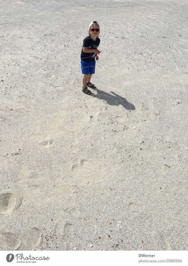 Drachen ! Lifestyle Freizeit & Hobby Spielen Kinderspiel Ferien & Urlaub & Reisen Sommer Sonne Strand Meer Junge Sonnenbrille Mütze grau Freude Drachenfliegen