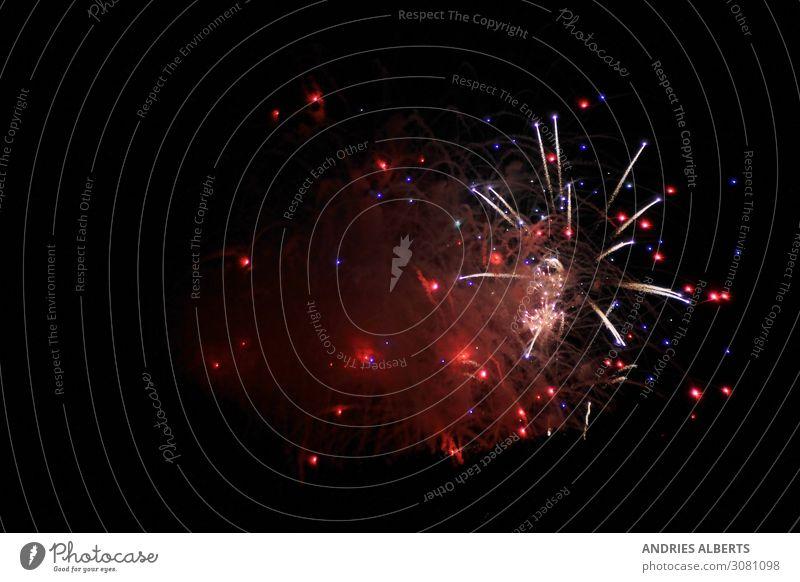 Feuerwerk - Explosionen der Feierlichkeiten Ferien & Urlaub & Reisen Tourismus Abenteuer Sightseeing Sommerurlaub Nachtleben Entertainment Veranstaltung