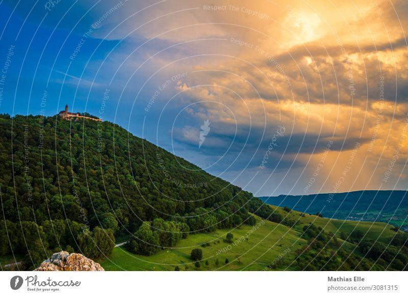 Burg Teck Tourismus Ausflug Landschaft Himmel Wolken Gewitterwolken schlechtes Wetter Unwetter Baum Gras Wiese Wald Burg oder Schloss Gebäude Sehenswürdigkeit