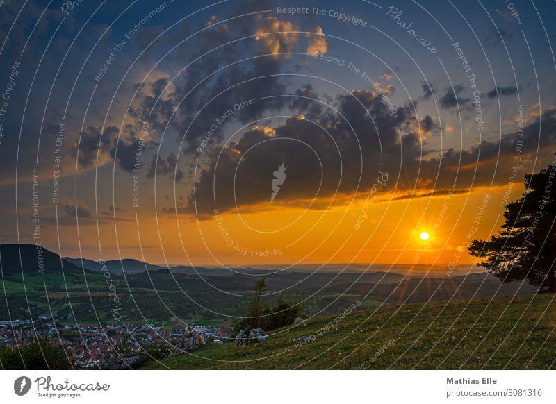 Sonnenuntergang in der Schwäbischen Alb Freiheit Berge u. Gebirge Umwelt Landschaft Himmel Wolken Sonnenaufgang Sonnenlicht Sommer Schönes Wetter Baum Wiese