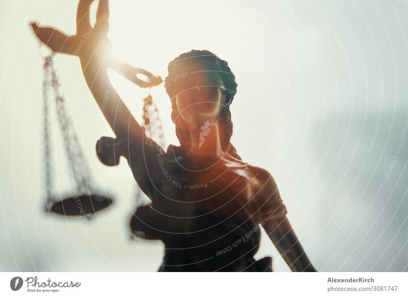 Lady Justice Statue Bildung Wirtschaft Industrie Kapitalwirtschaft Business Zufriedenheit attorney authority Gleichgewicht Bronze case concept condemn court