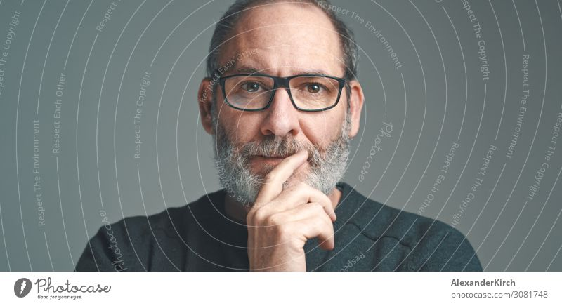 Portrait of a bearded mature adult casual Businessman with glasses looking into camera Mensch Mode alt beobachten Denken portrait Geschäftsmann authentic men