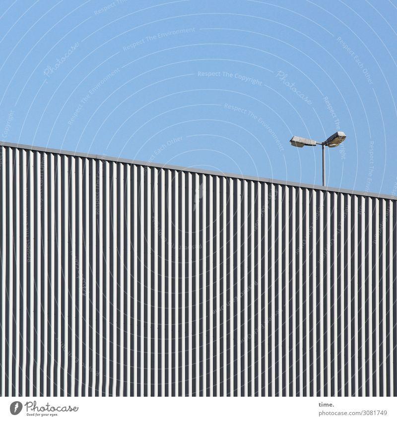 Lightboxen (VIII) Himmel Schönes Wetter Industrieanlage Fabrik Bauwerk Gebäude Lampe Laterne außergewöhnlich eckig hell hoch listig Stadt Lebensfreude