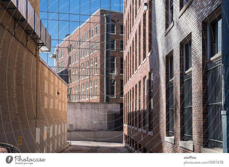 Blick hinter die Kulisssen Stadt Mauer Wand Fassade verspiegelt Reflexion & Spiegelung Kulisse Bürogebäude Schönes Wetter Sonnenlicht Austin Texas USA