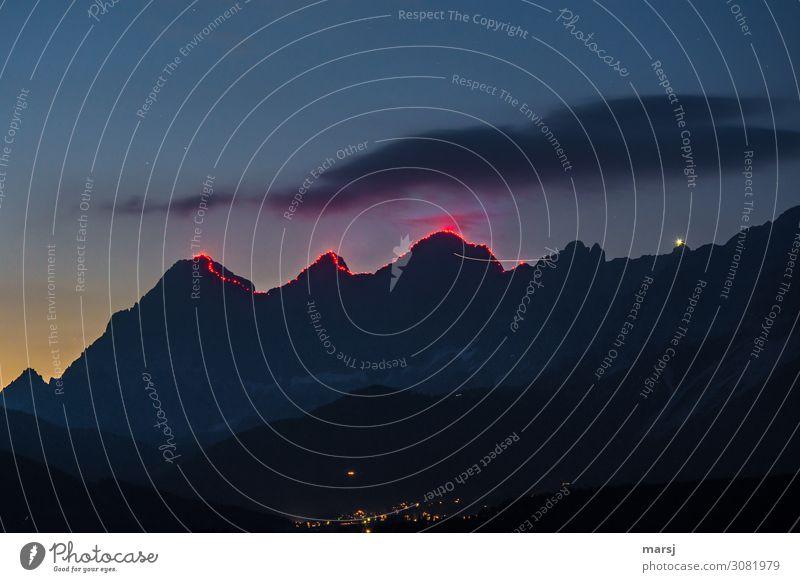 Der Berg brennt Natur Berge u. Gebirge Dachstein Torstein Mitterspitz Hunerkogel Gipfel leuchten außergewöhnlich Gratbeleuchtung Fackel Beleuchtung Attraktion