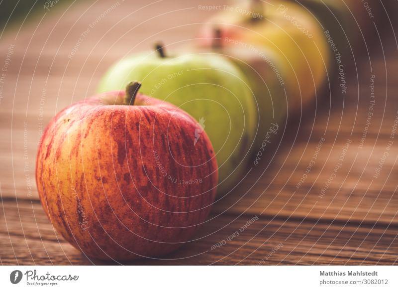 Äpfel Lebensmittel Frucht Apfel Ernährung Bioprodukte Vegetarische Ernährung Tischplatte Holz Duft liegen frisch Gesundheit natürlich saftig sauer süß braun