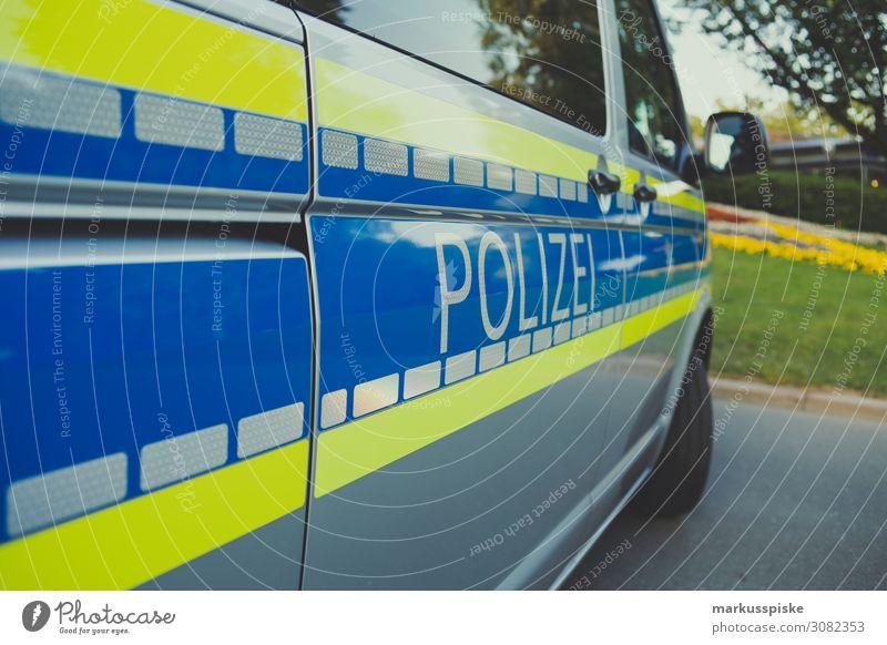 Polizei blau Straße gelb Freiheit Arbeit & Erwerbstätigkeit warten bedrohlich Team Beruf Sitzung Beratung Dienstleistungsgewerbe Wirtschaft Fürsorge Fahrzeug