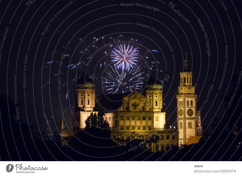 fireworks over the illuminated Augsburg Town Hall Entertainment Veranstaltung Silvester u. Neujahr Rathaus Sehenswürdigkeit Wahrzeichen Feste & Feiern Feuerwerk