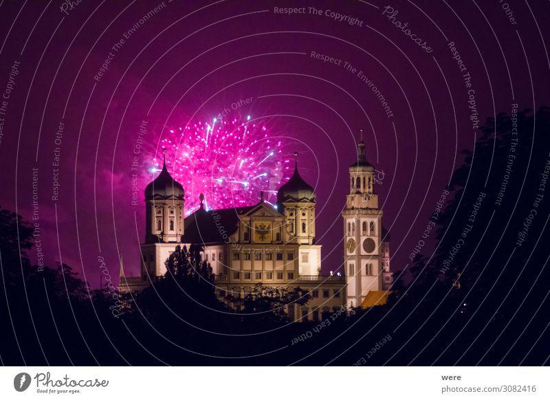 fireworks over the illuminated Augsburg Town Hall Entertainment Veranstaltung Silvester u. Neujahr Jahrmarkt Rathaus Sehenswürdigkeit Wahrzeichen