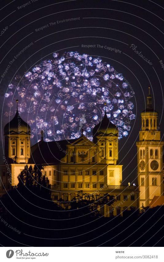 fireworks over the illuminated Augsburg Town Hall Stadt Freude leuchten glänzend Kultur Wahrzeichen Show Veranstaltung Feuerwerk gigantisch Weltkulturerbe